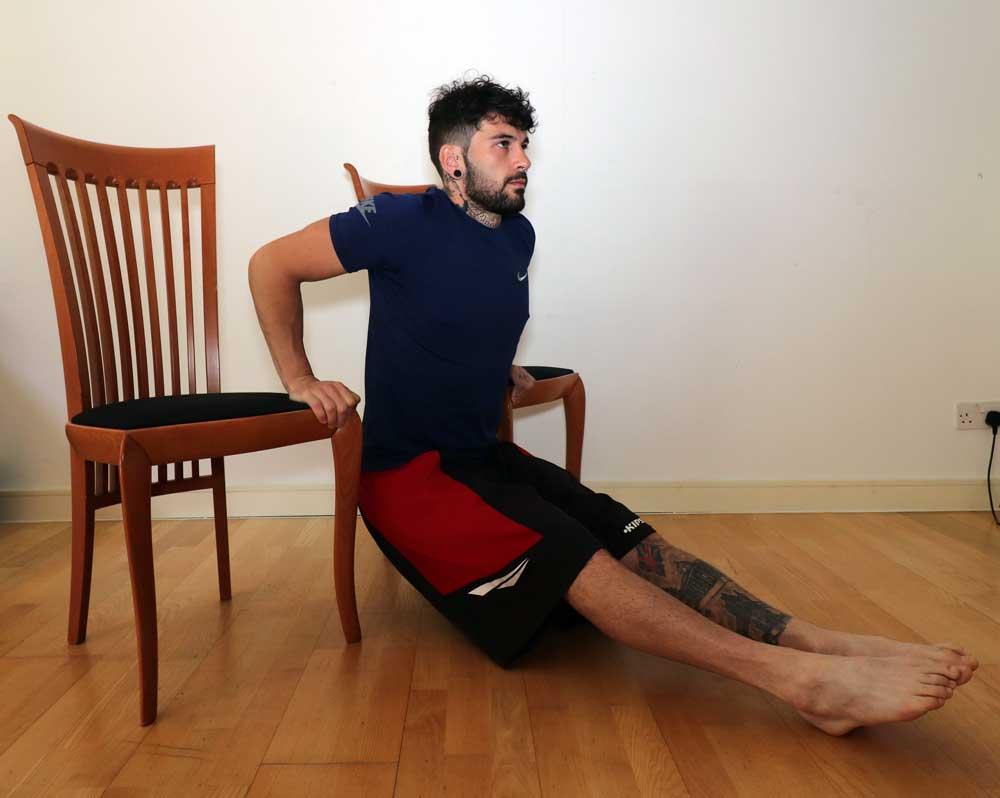Allenare i Tricipiti con i Dips alla Sedia - Nico Personal Trainer Online